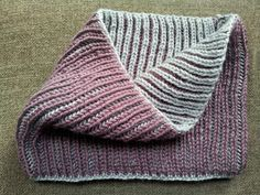 55.- Cuello reversible en punto inglés a dos colores / Reversible Cowl in Fisherman's Rib Stitch with two colors