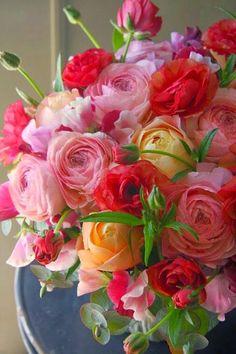 Florist Friday: Interview with Yukinobu Fujino of Fleurs Tremolo Amazing Flowers, Beautiful Roses, My Flower, Fresh Flowers, Beautiful Flowers, Colorful Roses, Romantic Roses, Beautiful Flower Arrangements, Floral Arrangements