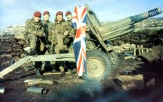 British soldiers pose with the Union Jack during the Falklands War #FalklandsWar