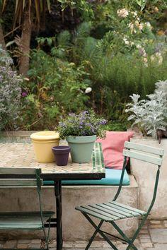 Upcycle Garden Furniture - City & Small Space Garden Design (houseandgarden.co.uk)