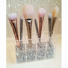 New Makeup Brushes Organization Ideas Real Techniques Ideas - Make-Up Techniken Diy Makeup Organizer, Makeup Organization, Makeup Brush Holders, Makeup Brush Set, Makeup Brush Storage, Rangement Makeup, Make Up Storage, Makeup Rooms, Beauty Room