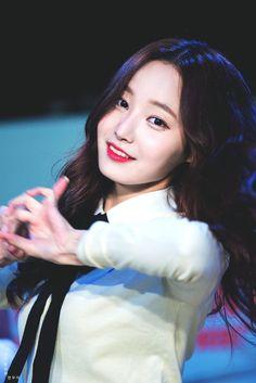 연우 Pretty Asian, Pretty And Cute, Beautiful Asian Girls, South Korean Girls, Korean Girl Groups, Korean Celebrities, Celebs, Daisy, Love Me Forever