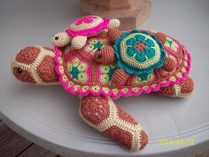 Ravelry: veeandco's Mom and Baby Turtles - Atuin the African Flower Turtle Crochet Pattern by Heidi Bears