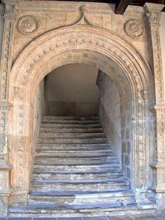 Escaleras_patio_del_Palacio_de_los_Vivero_en_Valladolid.jpg (1200×1600)