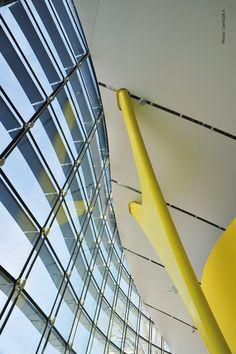 Modena: apre i battenti il nuovo Museo Enzo Ferrari  Le automobili come opere d'arte nell'architettura firmata Future Systems