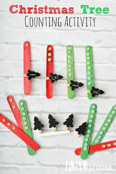 Christmas Tree Counting Activity idea perfect for keeping the kiddos learning during the holiday season, while still having fun! - abccreativelearning.com