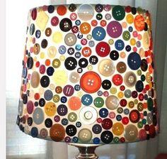 lampenkamp creatief knoop lamp zelf maken. Bureaulampen met alleen houtkleurige knopen