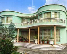 Hermosa casa tipo chalé, impresionante ejemplo de movimiento y composición. Guatemala