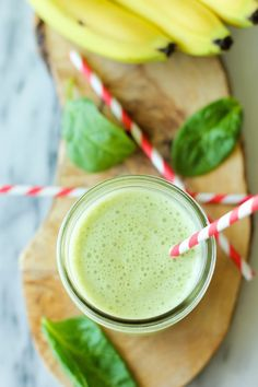 This simple smoothie is loaded with fresh spinach leaves, banana, peanut butter and Greek yogurt. It's healthy and nutritious!  . Click the link to view the recipe :)