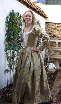 A Venetian Outfit in the Style of the The Italian Showcase - Kim at the Realm of Venus Italian Clothing, Italian Outfits, 16th Century Clothing, Italian Renaissance, Tudor, Venus, Medieval, Period, Fabrics