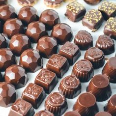 Temperering af alle slags chokolade. Guide til at temperere chokolade derhjemme. Det er nemt at temperere chokolade! Guide til chokolade temperering.