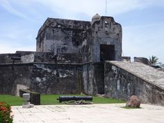 Baluarte Santiago interior entrance, with draw bridge. Remnant of the 17th century Veracruz wall runs toward you to the rear of the cannon on the ground.