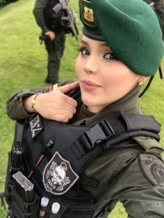 Military Girl, Canada Goose Jackets, Amazing Women, Guns, Winter Jackets, Beauty, Beautiful, Gallows, Special Forces