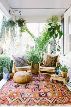 Small patio ideas on a budget apartment yards 40 best Ideas – 2019 - Patio Diy Patio Tropical, Tropical Home Decor, Tropical Houses, Tropical Colors, Tropical Furniture, Tropical Interior, Tropical Outdoor Decor, Small Patio Ideas On A Budget, Patio Decorating Ideas On A Budget