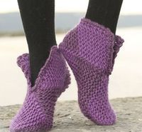 """Court jester / DROPS - free knitting patterns by DROPS design - Court Jester – Knitted DROPS slippers with 2 or 8 colors """"Eskimo"""". – Free oppskrift by DROPS De - Loom Knitting, Knitting Socks, Knitting Patterns Free, Free Knitting, Crochet Patterns, Free Pattern, Knitted Slippers, Slipper Socks, Crochet Slippers"""