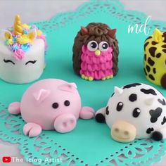 Basically, the most adorable cakes you will ever see! Credit: The Icing Artist Basically, the most adorable cakes you will ever see! Credit: The Icing Artist Cake Decorating Videos, Cake Decorating Techniques, Cute Desserts, Delicious Desserts, Cute Cakes, Yummy Cakes, Mini Cakes, Cupcake Cakes, Dog Cakes