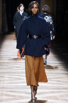 Dries Van Noten Fall 2014 Ready-to-Wear Collection Photos - Vogue Otoño  Invierno 2a7c273ee32