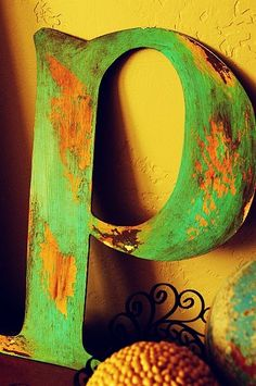 Aged/Peeling paint technique #DIY #letters #wood