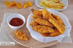 Baked chicken fingers with Doritos! Real Food Recipes, Great Recipes, Cooking Recipes, Yummy Food, Favorite Recipes, Pollo Chicken, Baked Chicken, Chicken Recipes, Aperitivos Finger Food