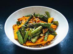 grüner Spargelsalat mit Süßkartoffel und Parmesan
