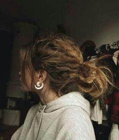 Este estilo de cabello es un tanto atrevido y arriesgado pero ...¿ porque no ?. Rastas Ya sea que te hagas toda la cabeza super delgaditas o gruesas se ve únic