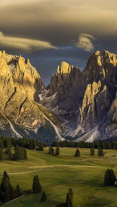 alpe_di_siusi_italy_nature_mountains_dolomites_94940_640x1136 by vadaka1986, via Flickr