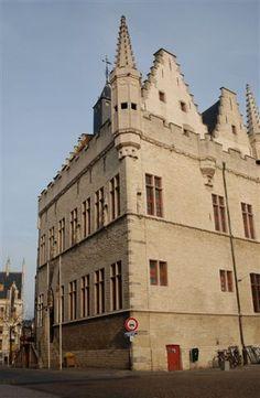 Mechelen: Het Schepenhuis gezien vanaf de IJzerenleen (foto: Focus-IN, Lint).
