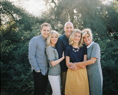 The Kimball Family Photography by Elise Lauren Family Portrait Outfits, Family Portrait Poses, Family Picture Poses, Family Picture Outfits, Family Picture Colors, Beach Portraits, Portrait Ideas, Adult Family Poses, Extended Family Photos