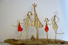 En attendant Noël - figurines en ficelle et papier Paper Christmas Ornaments, Christmas Holidays, Wire Crafts, Fun Crafts, Paper Angel, Paper People, Book Folding, Kirigami, Wire Art