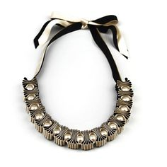 Black and Gold 5 Pleat and Pearl Ribbon Necklace por maneggi