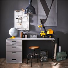 10 mooiste bureau's voor de kinderkamer - Maison Belle - Interieuradvies #kinderkamer #tienerkamer #huiswerk #woonblog #interieurblog #bureaus #kinderkamermeubels
