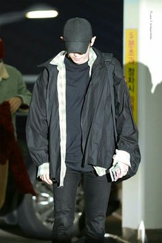 Kyung Hee, Exo Members, Park Chanyeol, What Is Life About, Listening To Music, Rain Jacket, Windbreaker, Raincoat, Boys