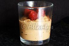 Ingredientes (3 tacinhas)   250gr. de queijo quark 0%   75gr. de chocolate preto   2 colheres de sopa de adoçante   1 café (curto)   Fra...