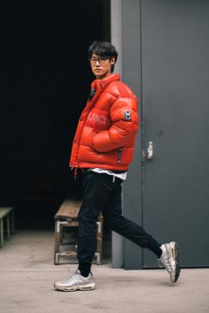 North Face Outfits, Chino Joggers, Mens Down Jacket, Track Suit Men, Poses, Puffer Jackets, Menswear, Men Casual, Street Style