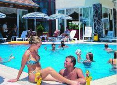 Turkije, Alanya Hotel Kleopatra Micador 3*.  Goed 3* hotel vlak bij het levendige centrum van Alanya en het strand. Klein zwembad op het dak vanwaar je een mooi uitzicht over Alanya hebt en een drankje aan poolbar kunt drinken.  Leuk hotel als basis om Alanya te verkennen.