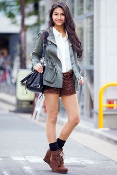 Japan Street Fashion by Runway Channel Completely Different style from a usual Bizarre Harajuka Fashion...