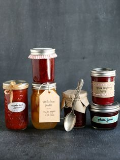 How to Package Preserves as Gifts from completelydelicious.com