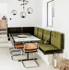 10 exemples de salles à manger avec banquettes - Amazing Foods Menu Recipes Coin Banquette, Banquette Seating In Kitchen, Dining Nook, Dining Room Design, Dining Room Bench, Dining Room Inspiration, Banquettes, Living Room Interior, Chair Design
