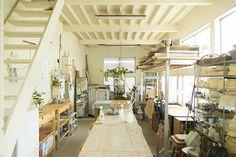 鹿児島 睦さん 『万人に愛される器が生まれる場所—。緑に囲まれた一軒家ともう一つのアトリエ 』 / INTERVIEWS / LIFECYCLING -IDEE-