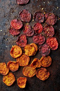 Roasted Beet Chips Beet Chips, Veggie Chips, Beet Recipes, Healthy Recipes, Vegetarian Recipes, Cooking Recipes, Roasted Beets Recipe, Veggie Main Dishes