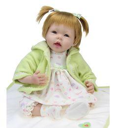 Graziosissima bambola, interamente fatta a mano dalle nostre artiste, in vinile morbido, dipinta a mano. Ottimo se si vuole fare un regalo o da collezionare!