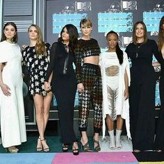 Viral: Taylor Swift brought her 'Bad Blood' squad to the VMAs red carpet Taylor Swift Squad, Kim Kardashian Snapchat, Mtv Video Music Award, Music Awards, Bad Blood, Entertainment Weekly, Bridesmaid Dresses, Wedding Dresses, Selena Gomez