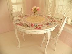 dollhouse dinning room table and chairs - 1/12 dolls house dollhouse miniature by Mondinadollhouse on Etsy https://www.etsy.com/listing/483224152/dollhouse-dinning-room-table-and-chairs
