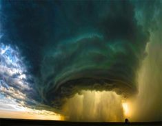 Supercell Thunderstorm by Sean Heavey. A supercell thunderstorm rolls across the Montana prairie at sunset. This was a winning shot in the 2010 National Geographic Nature Gallery Photo Contest. Photographie National Geographic, National Geographic Fotos, National Geographic Photography, All Nature, Science And Nature, Amazing Nature, Tornados, Thunderstorms, Natural Phenomena