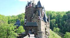 """""""Burcht Eltz is een van de mooiste en best bewaarde burchten van Duitsland."""""""