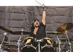 Drummerworld: Vinnie Paul