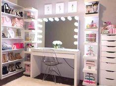 I've been spotting some fantastic DIY vanity mirror recently. Here are 17 ideas of DIY vanity mirror to beautify your room Diy Vanity Mirror, Vanity Room, Vanity Ideas, Vanity Decor, Mirror Ideas, Vanity Set Up, 24 Vanity, Girls Vanity, Ikea Vanity