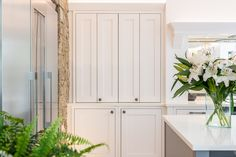 Painted shaker kitchen in Dust Grey & Porcelain - Dresser units in Porcelain Traditional British Kitchens, Shaker Doors, Kitchen Showroom, Real Kitchen, St Albans, Shaker Kitchen, North London, Small Rooms, Modern Classic