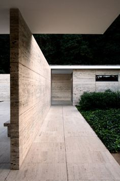 Barcelona pavilion - ludwig mies van der rohe architecture p Bauhaus, Ludwig Mies Van Der Rohe, A As Architecture, Contemporary Architecture, Villa Tugendhat, Design Oriental, Design Your Bedroom, Walter Gropius, D House