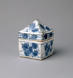Blue And White China, Love Blue, Ceramic Pottery, Ceramic Art, Flower Shoes, Tea Caddy, Minka, Tea Ceremony, Body Size
